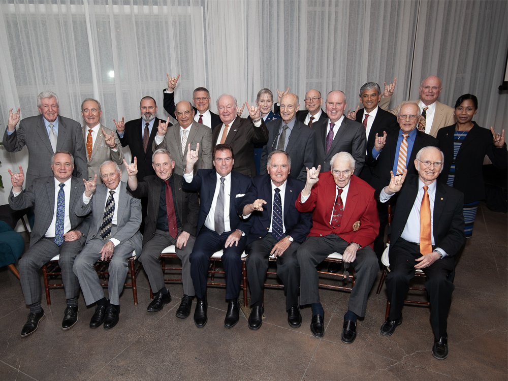 group photo of the 2019 class of distinguished alumni
